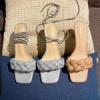 Босоножки и сандалии с квадратным носом